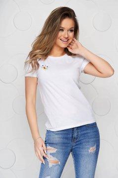 Tricou StarShinerS alb din bumbac organic cu croi larg si broderie florala unica