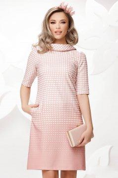Rochie Fofy roz prafuit in carouri office din material usor elastic cu guler dublat