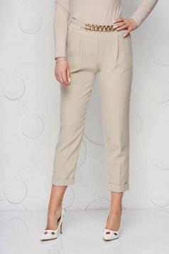 Pantaloni SunShine crem din material neelastic cu croi larg accesorizat cu lant metalic
