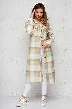 Jacheta tip camasa crem cu mint in carouri cu croi larg din material pufos