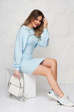 Rochie SunShine albastru-deschis casual cu decolteu rotunjit din material usor elastic cu hanorac detasabil