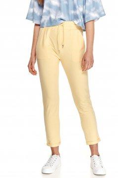 Pantaloni Top Secret galbeni casual cu buzunare in fata si din material subtire