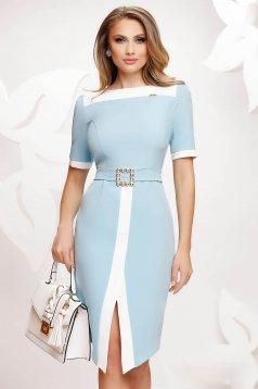 Rochie Fofy albastru-deschis eleganta crapata pe picior cu un cordon cu catarama