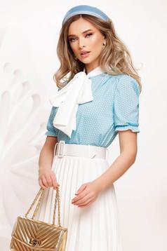 Bluza dama Fofy albastra cu buline din voal usor elastic accesorizata cu o fundita maxi