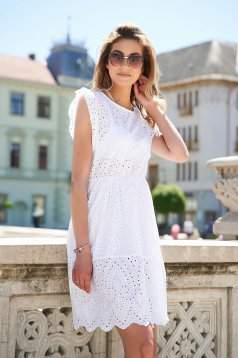 Ivory dress guipure cloche with ruffle details