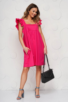 Pink dress loose fit with ruffle details with deep cleavage