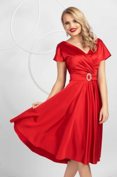 Rochie PrettyGirl rosie eleganta midi in clos decolteu petrecut