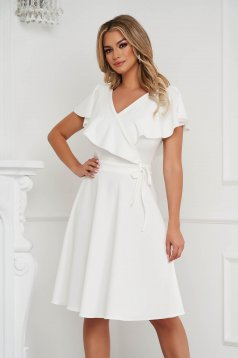 Rochie StarShinerS ivoire in clos volanase pe linia decolteului