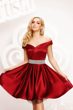 Burgundy dress from satin cloche occasional accessorized with a waistband on the shoulders