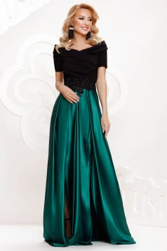 Green dress from satin cloche occasional slit on the shoulders with embellished accessories