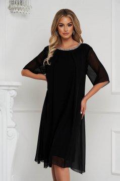 Rochie neagra midi cu croi larg din voal cu aplicatii cu pietre strass la gat