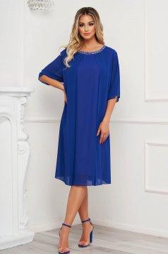 Rochie albastra midi de ocazie cu croi larg din voal cu aplicatii cu pietre strass