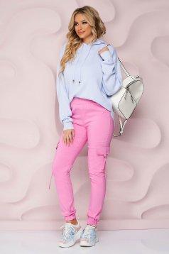 Pantaloni roz din material subtire conici cu talie inalta si buzunare