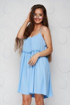 Lightblue dress thin fabric loose fit with straps with rounded cleavage airy fabric