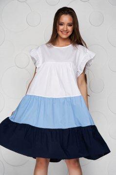 Rochie alba cu albastru-inchis din material vaporos si subtire cu croi larg midi cu volanase