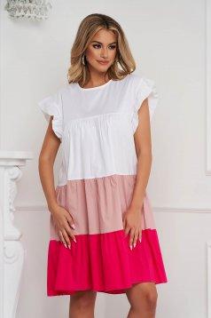 Rochie alba cu roz deschis din material vaporos si subtire cu croi larg midi cu volanase