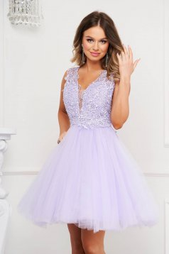 Purple dress occasional cloche with v-neckline from tulle laced bare back