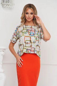 Women`s blouse loose fit short sleeves with rounded cleavage