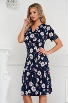 Dress with floral print from elastic and fine fabric with deep cleavage