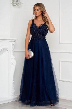 Rochie albastru-inchis lunga de ocazie in clos din tul cu broderie si aplicatii cu paiete si perle