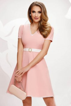 Lightpink dress short cut cloche slightly elastic fabric with lace details with pockets