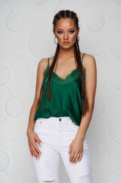 Top SunShine verde cu croi larg din satin cu aplicatii de dantela si bretele