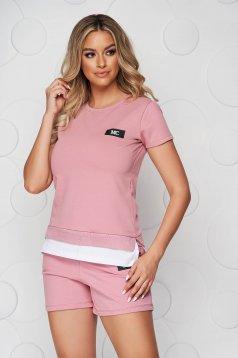 Trening SunShine roz prafuit din bumbac cu pantaloni scurti si tricou