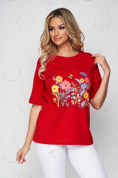 Red t-shirt cotton loose fit with rounded cleavage with floral print