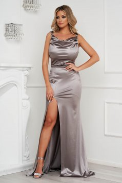Rochie StarShinerS argintie lunga de ocazie din material elastic si lucios accesorizata cu pietre stras la bretele
