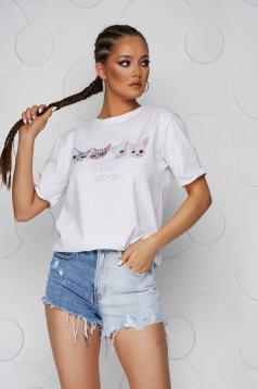 Tricou SunShine alb cu croi larg cu decolteu rotunjit si imprimeuri grafice
