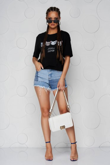 Black t-shirt with rounded cleavage loose fit with graphic details