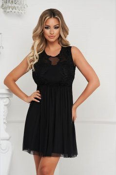 Black dress short cut from tulle laced sleeveless cloche