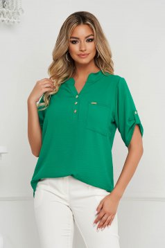 Green women`s blouse loose fit wrinkled material a front pocket