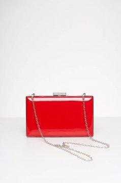 Geanta dama rosie de ocazie din material lacuit cu aplicatii cu pietre strass pe capsa
