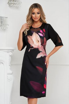 Black dress pencil cloth with padded shoulders with metalic accessory