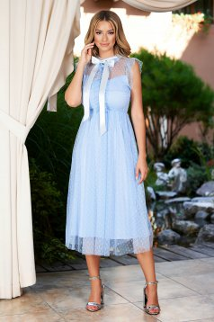 Lightblue dress midi occasional cloche with turtle neck with ruffle details from tulle plumeti