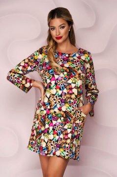 Rochie Lady Pandora tricotata scurta cu un croi drept cu buzunare si imprimeuri grafice glam