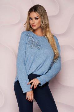 Bluza dama Lady Pandora albastru-inchis office cu croi larg din material tricotat elastic si subtire si broderie florala