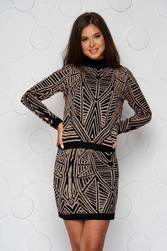 Compleu SunShine maro cu un croi mulat din material elastic tricotat accesorizat cu nasturi