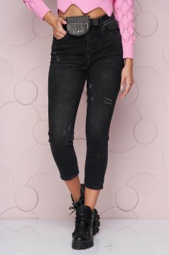 Black jeans accessorized with belt high waisted loose fit