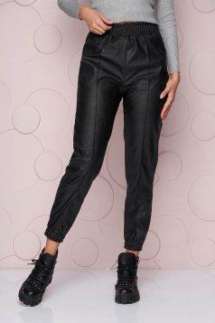 Pantaloni SunShine negri lunga cu croi larg si talie normala din material din piele ecologica elastica si buzunare laterale