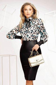 Bluza dama Fofy office cu un croi drept material fluid din material fluid neelastic cu maneci din dantela si guler cu volanase