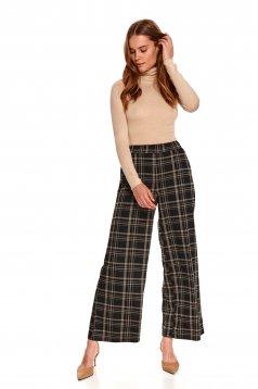 Pantaloni Top Secret negri cu croi larg si talie inalta cu buzunare laterale si imprimeu in carouri
