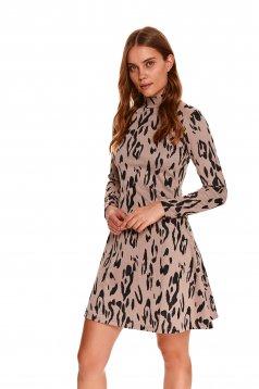 Rochie Top Secret crem scurta in clos din material tricotat elastic cu imprimeu animal print