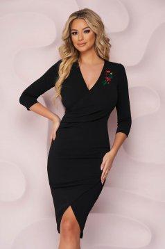 Rochie StarShinerS neagra midi eleganta cu un croi mulat din material elastic cu broderie florala